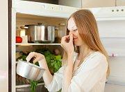 Trápí vás zápach z lednice?
