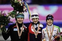 Trio nejlepších na tříkilometrové trati: Zleva Stephanie Beckertová, Martina Sáblíková a Ireen Wüstová.
