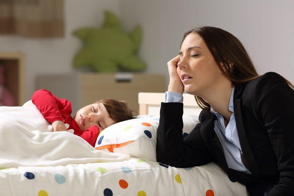 Vrátit se do práce po rodičovské dovolené znamená obrovskou zátěž nejen pro ženu, ale pro celou její rodinu.