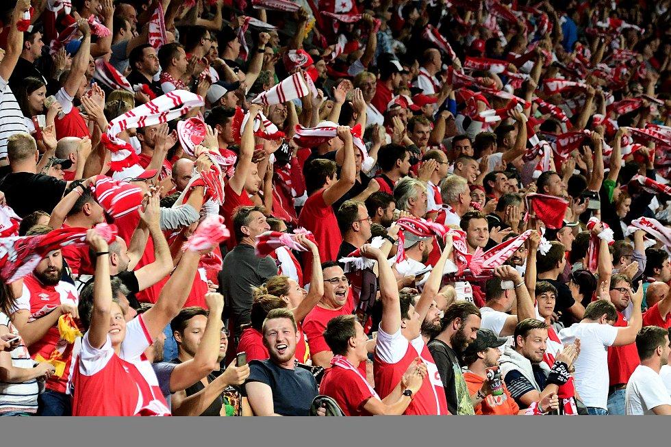 Fotbalové utkání Evropské ligy mezi celky SK Slavia Praha a FC Girondins Bordeaux  20. září v Praze. Radost fanoušků Slavie.