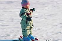 Fyzicky jsou děti na lyžování připraveny už ve třech letech.