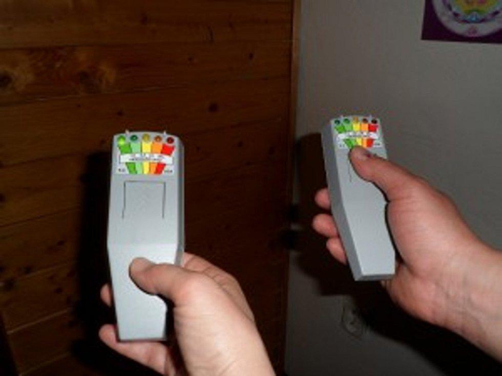 Tento přístroj je K2-Ghostmetr se používá i při komunikaci s entitami a duchy.