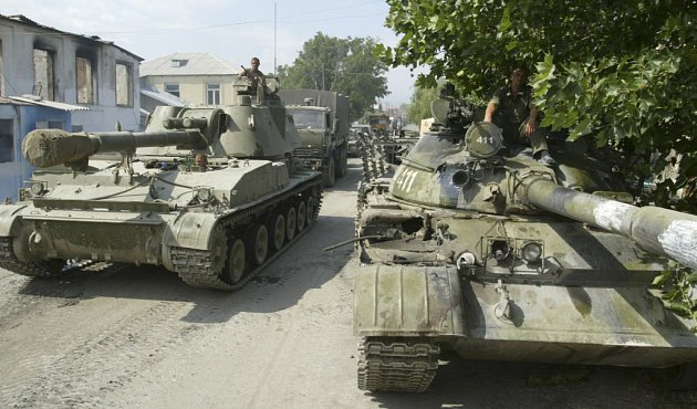 Ruské tanky kontrolují gruzínské město Gori.