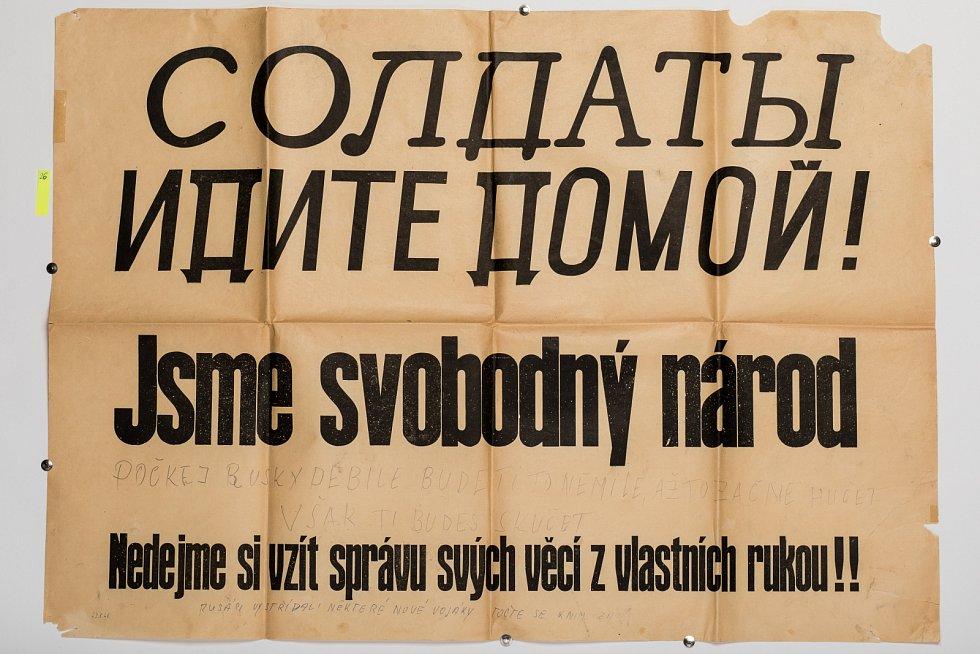 Ruští vojáci v Praze - nápis