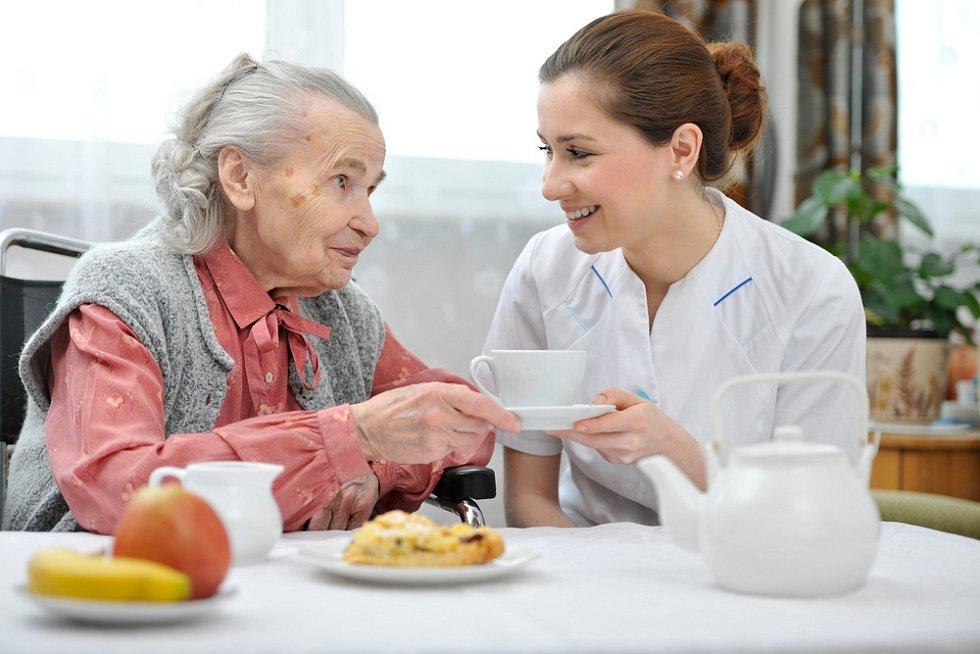 …ve všech městech či obcích je už v dnešní době možné najít službu, která vám oběd přiveze domů.