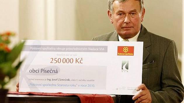 V Malostranské Besedě v Praze byla 23. listopadu vyhlášena anketa Starosta roku. Na snímku vítěz Josef Zámečník z obce Písečná.
