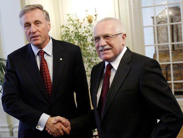 Prezident Václav Klaus pozval do zámku v Lánech premiéra Mirka Topolánka na tradiční novoroční oběd.