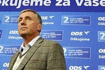 """""""Pokládám za úspěch zastavení toho kyvadla, které míří z modré na oranžovou,"""" komentoval senátní volby Topolánek."""