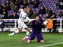 Fiorentina - Tottenham: Dele Alli (vlevo) a Nenad Tomovič
