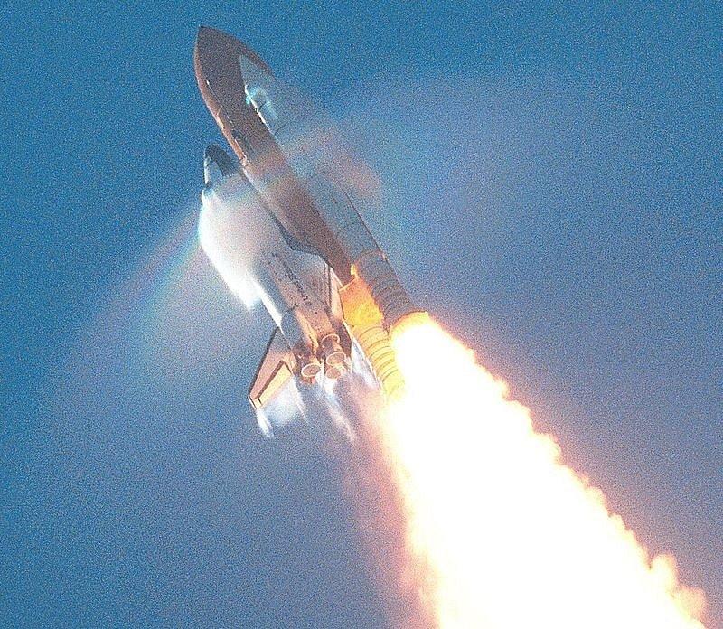 Směrem ke hvězdám. Raketoplán Atlantis při jedné z cest do kosmu.