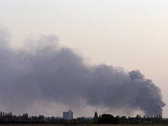 Výbuchy granátů v Doněcku zabily nejméně deset lidí.
