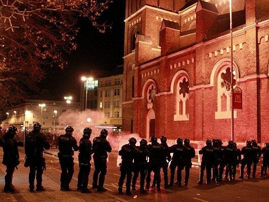 Policisté blokují náměstí v Mariboru