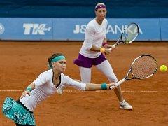 Lucie Šafářová (vlevo) a Andrea Hlaváčková už tvořit deblový pár nebudou. Na turnajích se jim nedařilo.