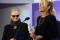 Výroční filmové ceny Český lev 2011 byly předány 3. března v pražské Lucerně. Na snímku Dagmar Havlová, která přebrala cenu za svého zemřelého muže Václava Havla za scénář k filmu Odcházení.