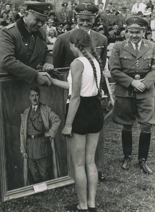 Pro mnohé německé dívky byl Hitler idolem