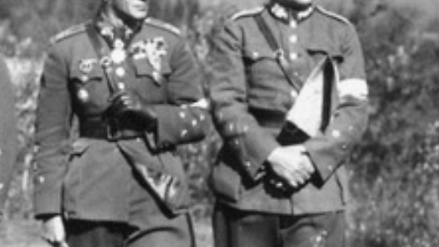 DVA HRDINOVÉ. Generál Josef Bílý (vpravo) a generál  Sergej Vojcechovský (r. 1934). Oba i přes Mnichovskou dohodu chtěli bojovat za Československo.