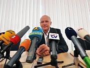 Novým předsedou Českomoravského fotbalového svazu se stal Ivan Hašek.