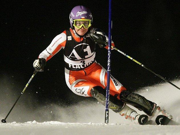 Šárka Záhrobská na trati slalomu v rakouském Flachau.