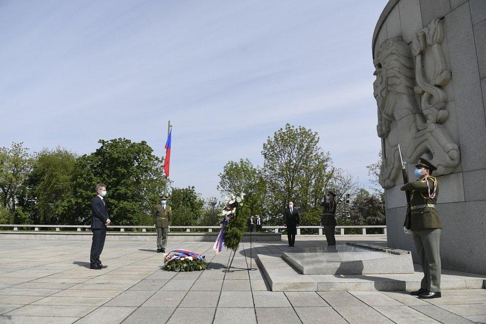 Pietní akt na pražském Vítkově u příležitosti 75. výročí konce druhé světové války. Na snímku předseda Senátu Miloš Vystrčil