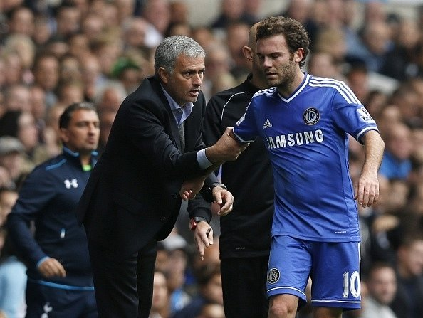 Juan Mata si nesedl s koučem Josém Mourinhem