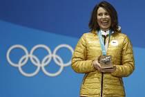 Eva Samková s bronzovou olympijskou medailí z Pchjongčchangu.