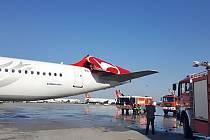 Náraz odtrhl Airbusu A321 Turkish Airlines celou směrovku