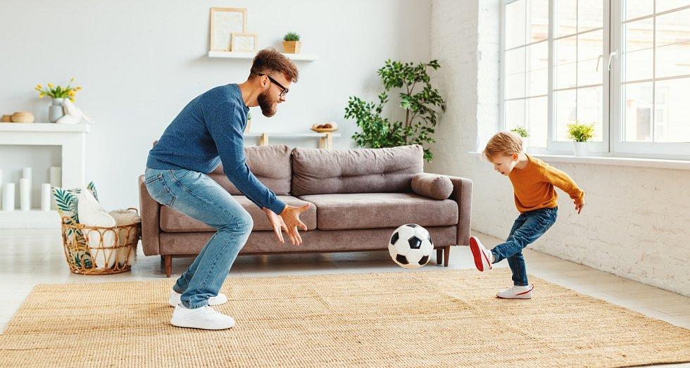 Že venku zrovna prší? Nevadí. Běžte si fotbal zahrát do obýváku. Potřebujete k tomu pouze speciální měkký míč.
