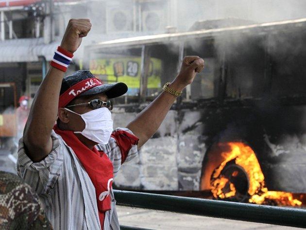 Policisté se střetli s demonstranty v thajském Bangkoku.