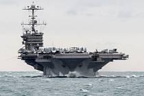 Vysocí představitelé americké armády tvrdí, že íránské gardy se v oblasti Perského zálivu dopustily vysoce provokativního činu, neboť v blízkosti americké letadlové lodi a dalších plavidel odpalovaly neřízené rakety.