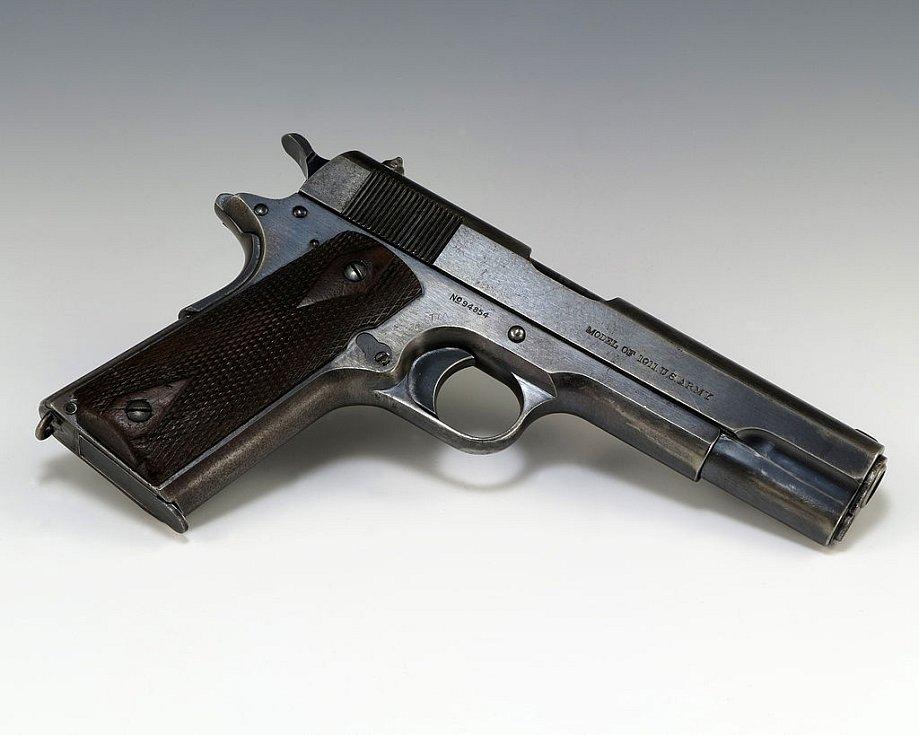 Pistole, kterou Frommeová použila k pokusu zabít prezidenta. Výstřel ale nevyšel