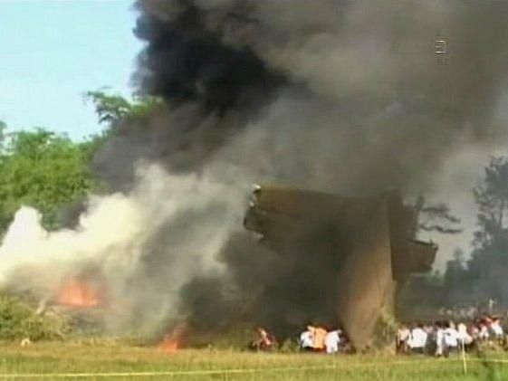 Fotografie z televizního vysílání ukazují místo tragedie.