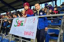 Malí fotbalisté z FK Náchod si užili zápas mezi Spartou a Rangers.