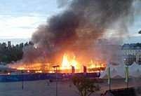 Požár na palubě lodi umístěné na souši vypukl před pátou hodinou ranní