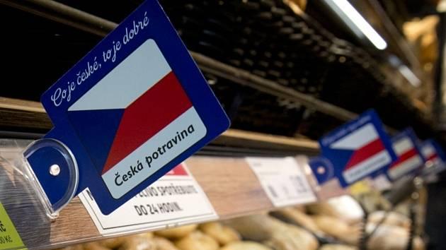 Prodej potravin v supermarketu