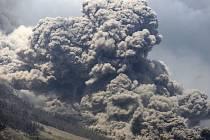 Indonéská sopka Sinabung.