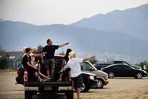 Přes 11.000 lidí muselo v americkém státu Colorado opustit domovy kvůli lesnímu požáru, který se rychle šíří nedaleko města Colorado Springs.