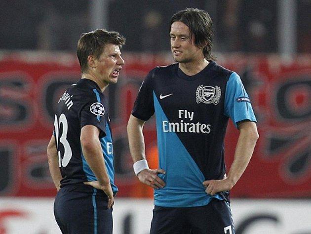 Fotbalisté Arsenalu Tomáš Rosický (vpravo) a Andrej Aršavin.