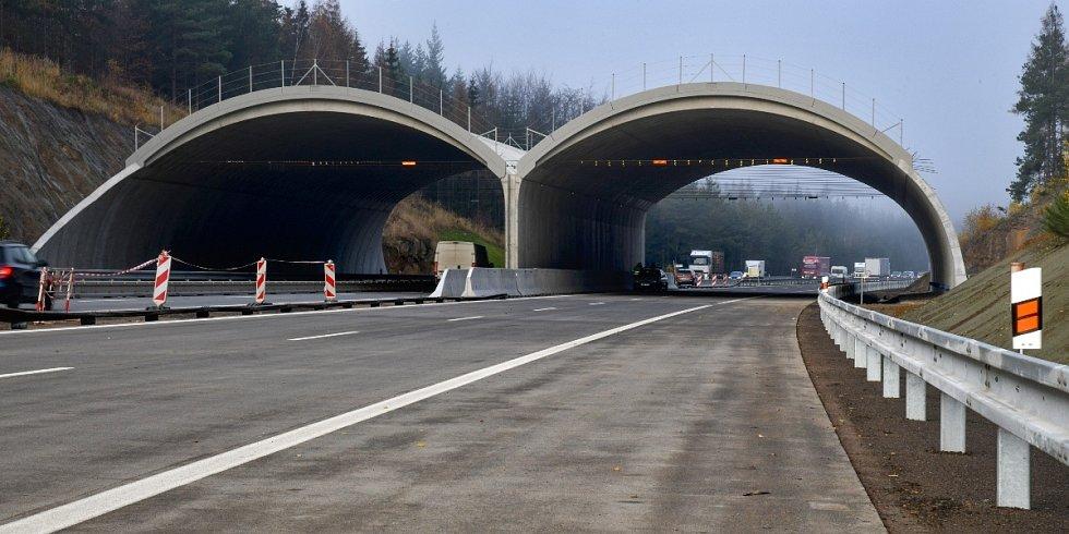 Na 95. kilometru dálnice D1 mezi Větrným Jeníkovem a Humpolcem vznikl takzvaný ekodukt neboli nadchod pro zvěř
