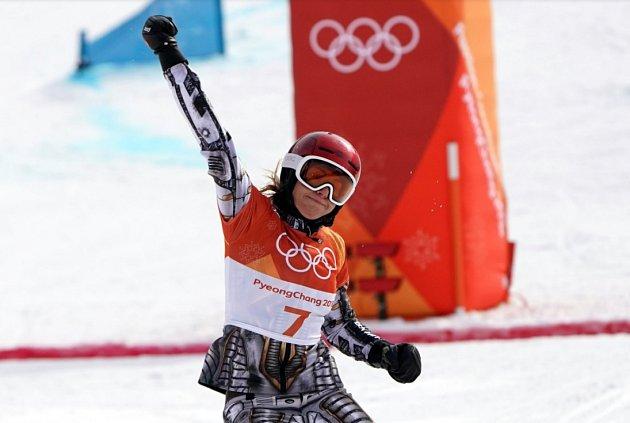Ester Ledecká po vítězství v sobotním paralelním obřím slalomu.