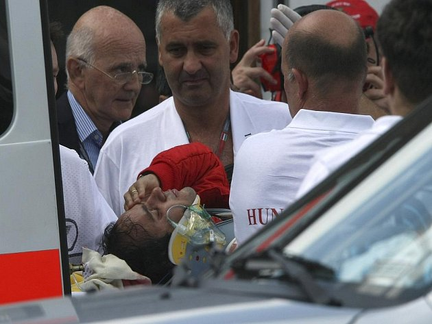 Felipe Massa byl převezen do nemocnice, nedělního závodu se nezúčastní.