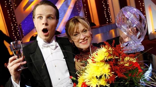 Vítězi třetího ročníku televizní soutěže StarDance, aneb když hvězdy tančí se stala Dana Batulková a Jan Onder.