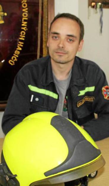 Jan Zálabský je dobrovolným hasičem ve Škvorci šestým rokem