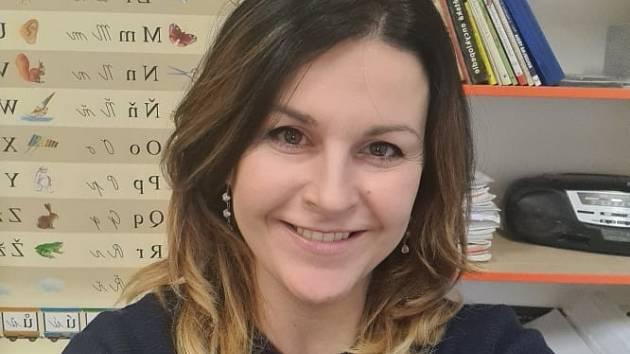 MICHAELA MARKOVÁ. Ve školství má dvanáctiletou praxi a momentálně je třídní učitelkou druháků na Základní škole ZŠ 710 Bučovice. Kromě angličtiny je učí všechny předměty.