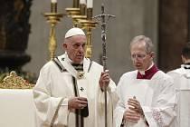 Vánoční mše ve Vatikánu - Papež František slouží tradiční vánoční mši v Bazilice sv. Petra ve Vatikánu