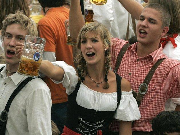 Na loňském Oktoberfestu bylo snědeno 880 pečených volů, 306 128  bavorských klobás a 459 279 pečených kuřat.