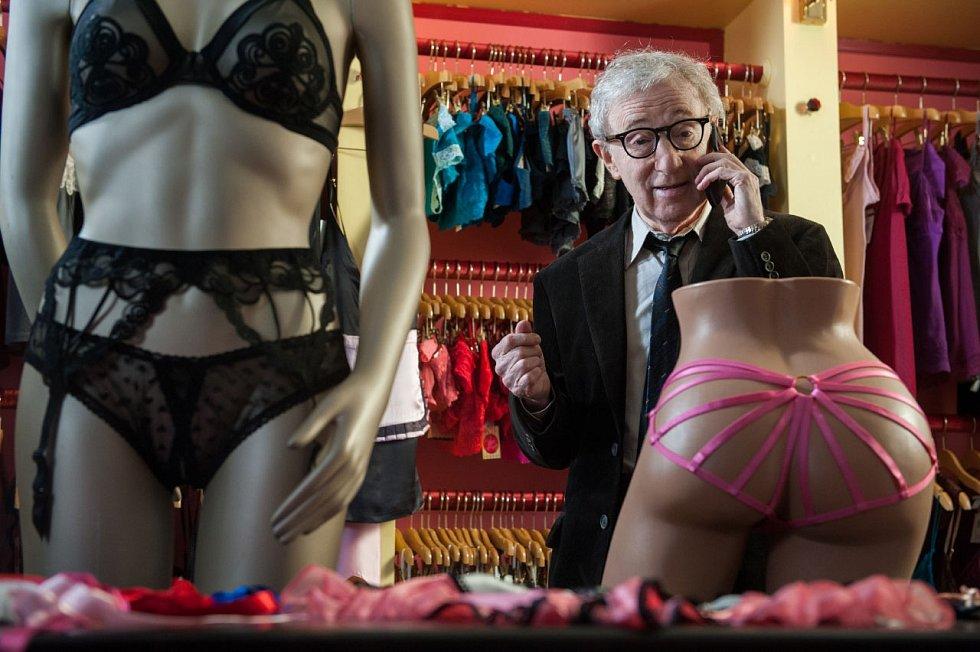 Jedna z posledních rolí Woodyho Allena v komedii Stárnoucí gigolo z roku 2013, kterou ovšem nerežíroval on, ale Allenův americký kolega John Turturro, který si v ní vystřihl i hlavní roli gigola.