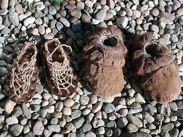 Rekonstrukce Ötziho obuvi od Anne Reichertové
