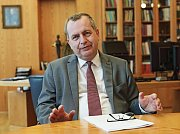 Rektor Univerzity Karlovy Tomáš Zima.
