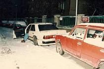 Kriminalisté v uplynulých dnech vyřešili téměř 20 let starou vraždu muže z Prahy 4 a v souvislosti s ní obvinili čtyři muže ve věku od 48 do 53 let.