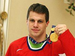 V dresu české reprezentace vyválčil Petr Hubáček na mistrovství světa v Německu zlatou medaili. Ve středu se s ní přijel pochlubit do Brna.